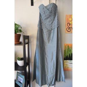 Jessica McClintock Dresses - Jessica McClintock (Steve McClintock) Gown